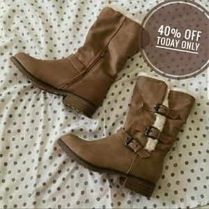 Shoes - Winter boots w/ fur lining & lug soles
